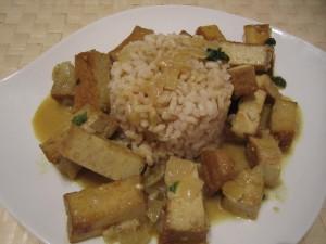 Tofu al curry con leche de coco
